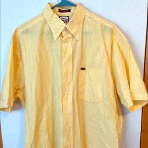 Facconable short-sleeved, button down shirt